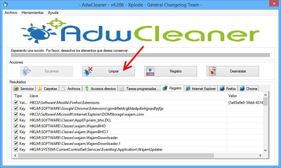 Ventana de Adwclaner donde se indica con un flecha donde iniciar la limpieza de virus.