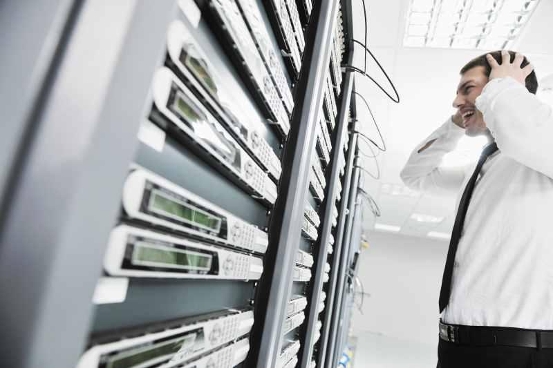 Crisis por avería en servidor por falta de mantenimiento.